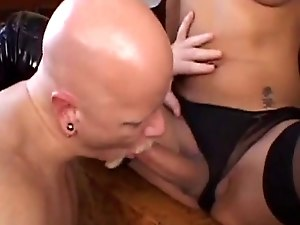 Amateur trannies cocksucked before cumming