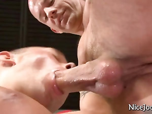 Tattooed muscle jock gets his dick sucked by nicejocks